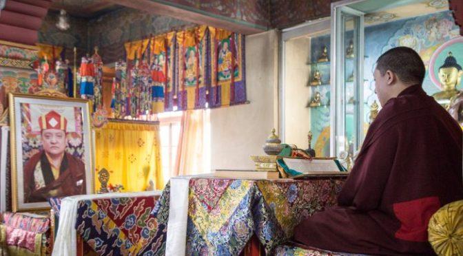 大寶法王帶領上師夏瑪仁波切涅槃三週年儀式